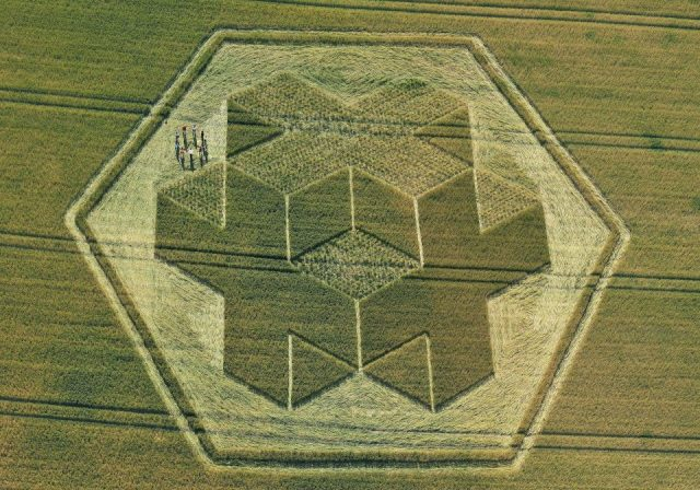 Geometric prison keys1
